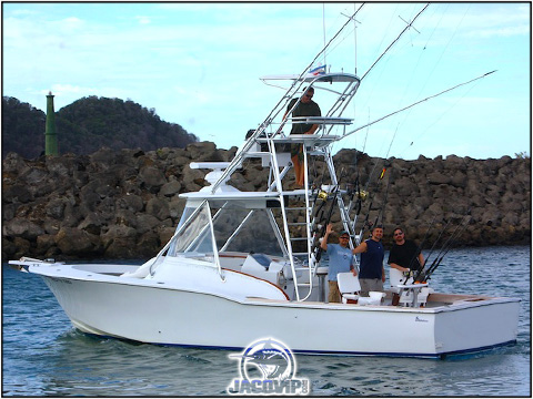 33' Custom Express sportfishing from Los Suenos Costa RIca